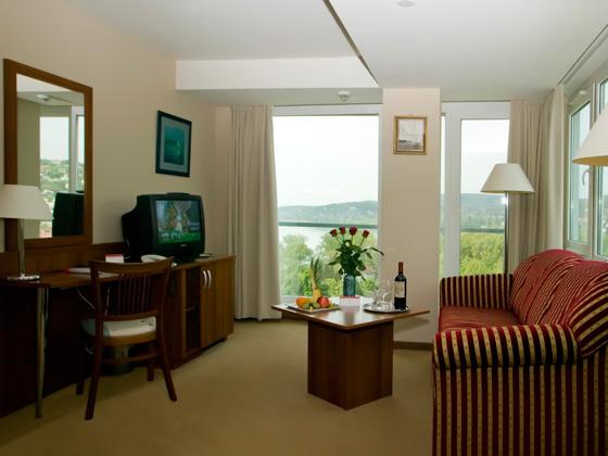 Основное здание - Ramada suites