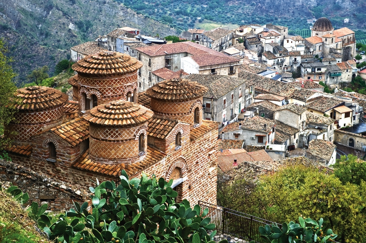 the history and sights of calabria Find out which marvels of architecture and nature you must see during your next visit with our list of top 10 sights of calabria calabria's eventful history.